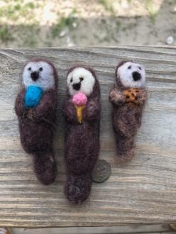 15_Otter_Snacks_Felted_Otters