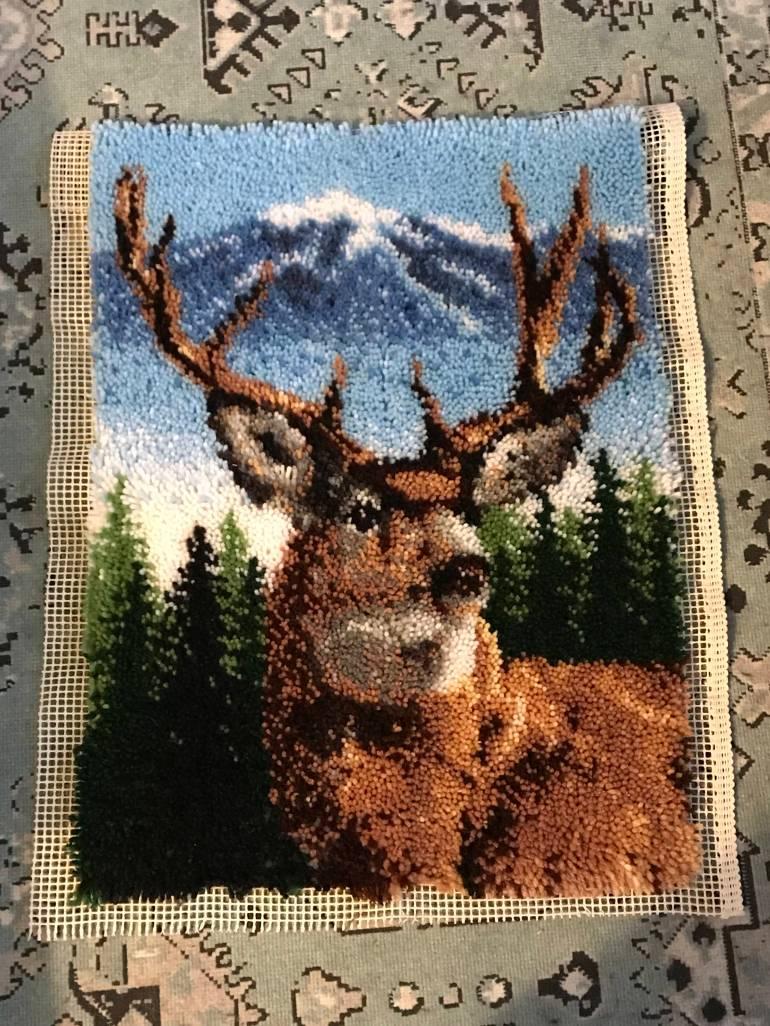 crafter_netanel_latch-hook-deer