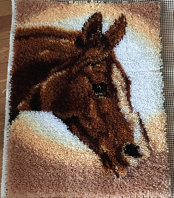 crafter_netanel_latch-hook-horse-rug