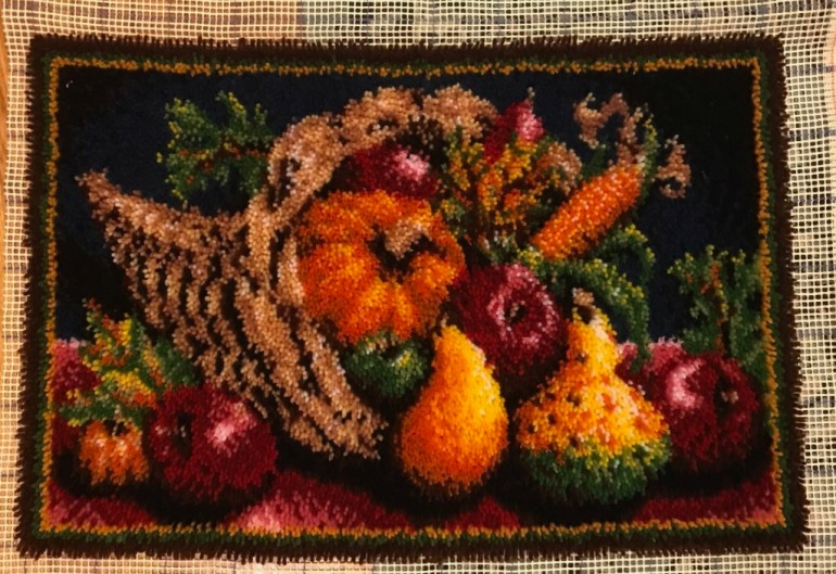 crafter_netanel_latch-hook-cornucopia